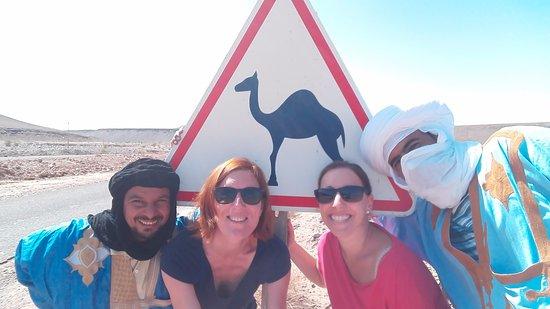 Loud Sahara Day Tours: Felices los cuatro ;)