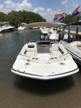 North Miami Beach, FL: One of our new boats for rent.  22ft with 150hp Yamaha.