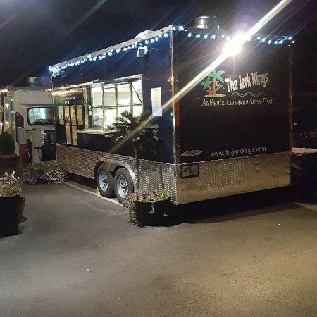 Redmond, Oregón: The Jerk Kings' new food trailer!