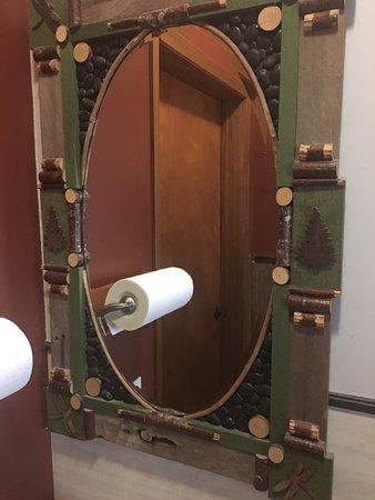 Packwood, WA: Mirror in the bathroom. I liked it.😀