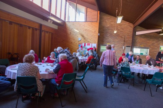Wollongong, Avustralya: Lunch in the hall after our Friendship service, for the young at heart
