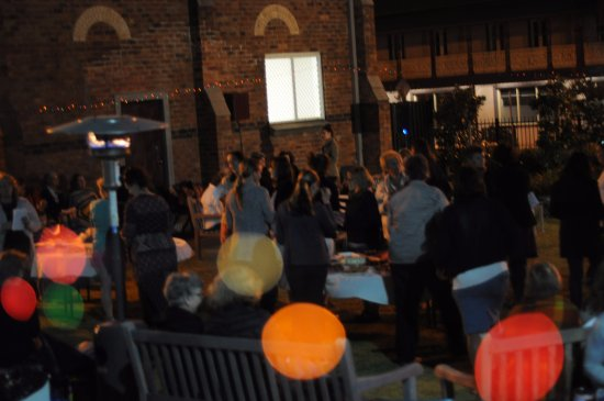 Wollongong, Avustralya: Women's event in the church courtyard
