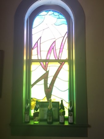 Weston, MO: Stained glass window with award-winning wines