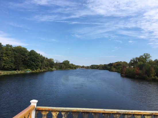 Grand Ledge, MI: Cruising Grand River in Lansing