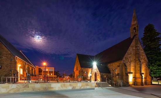 Wollongong, Avustralya: The cathedral by night! It's great to have disabled ramp access to the office and cathedral.
