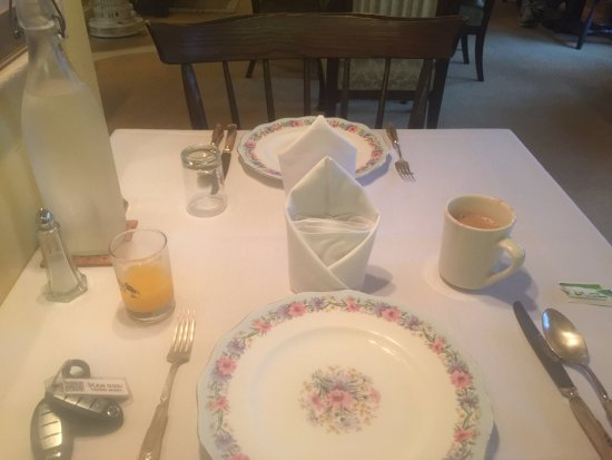Sutton, NH: Every setting had its own distintive china & cutlery pattern,
