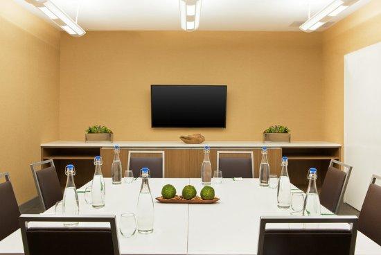 Λέμπανον, Νιού Χάμσαϊρ: Meeting Room