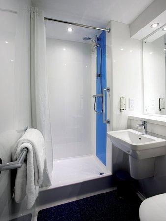 Roche, UK: Bathroom with Shower