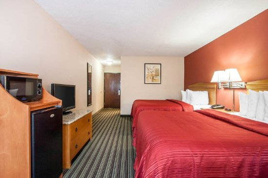 Centerville, TN: Guest room with queen beds