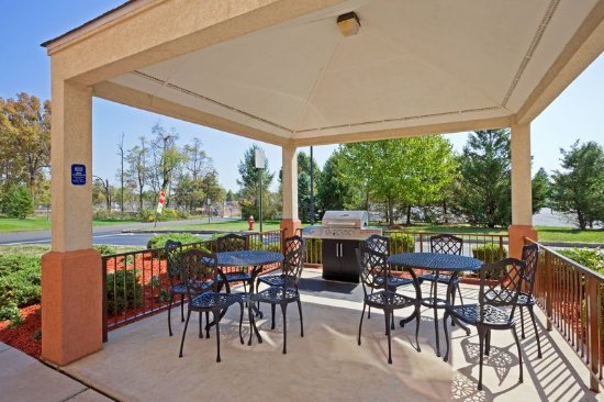 Candlewood Suites Somerset: Guest Patio