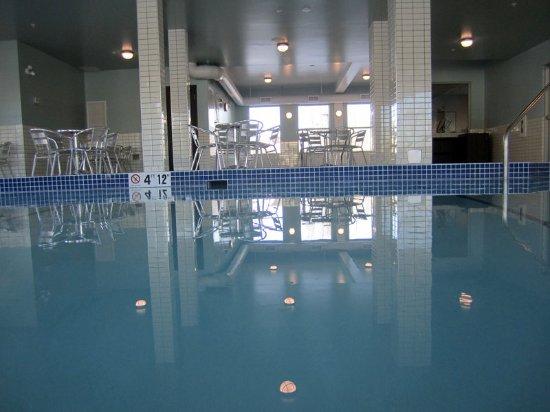 Holiday inn express golden bewertungen fotos for Preisvergleich swimmingpool