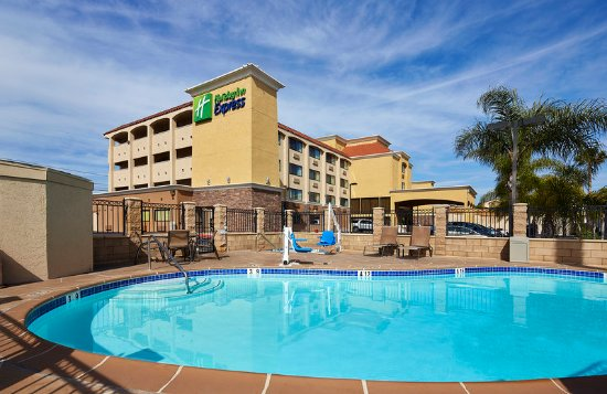 National City, CA: Make a splash in our outdoor pool.