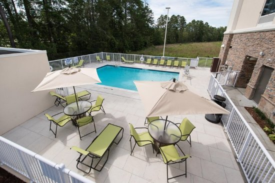 Walterboro, Carolina Selatan: Outdoor Pool Area