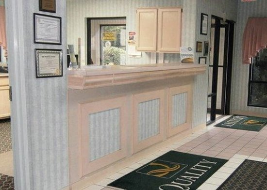 Oakwood, GA: Front Desk