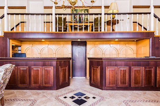 Rodeway Inn: Front Desk