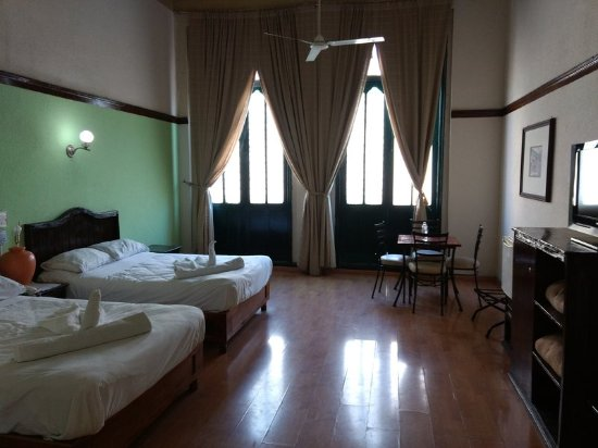 Provincia Express Puebla: Family room