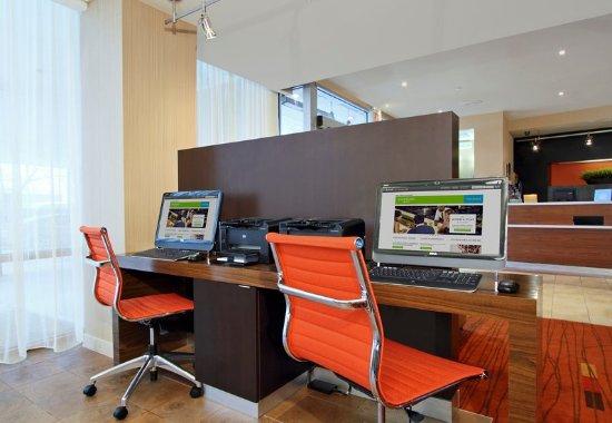 Lyndhurst, Нью-Джерси: Business Center