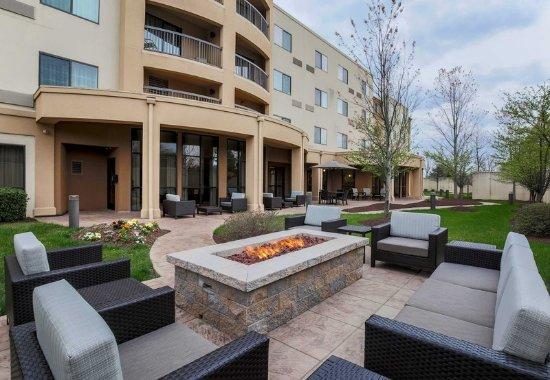 Woodbridge, VA: Courtyard Patio