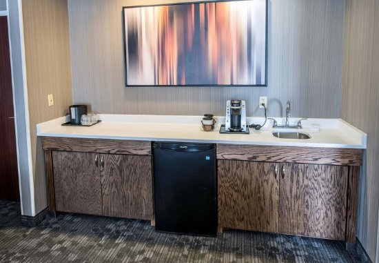 Norwich, CT: King Suite - Kitchenette