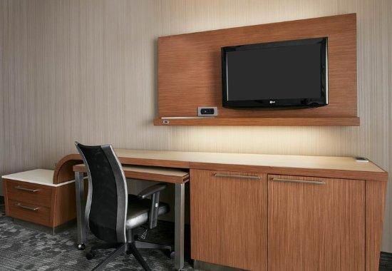 Pontiac, MI: King Larger Guest Room - Work Space