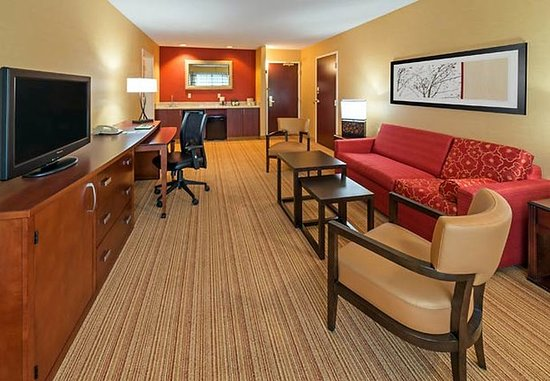 Lakewood, CO: King Suite