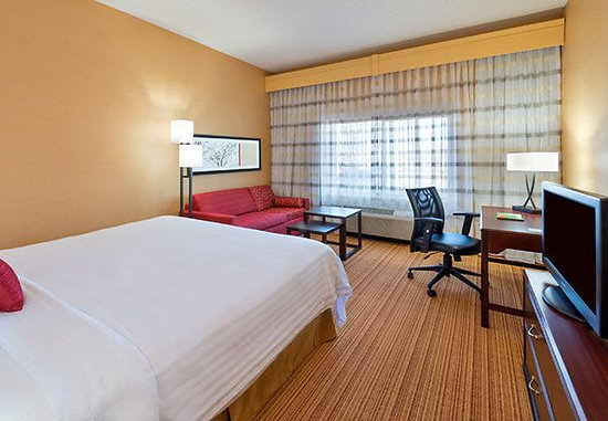 Lakewood, CO: King Guest Room
