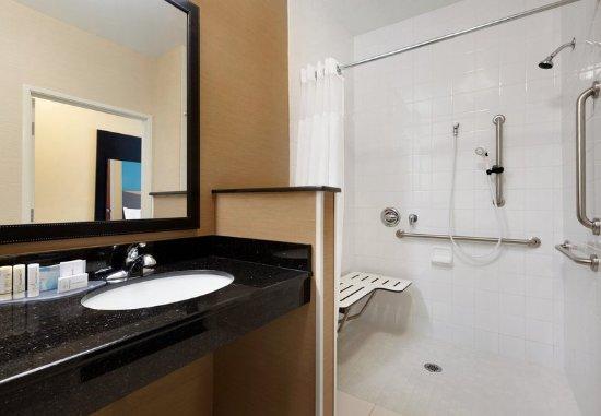 Bourbonnais, IL: Accessible Guest Bathroom