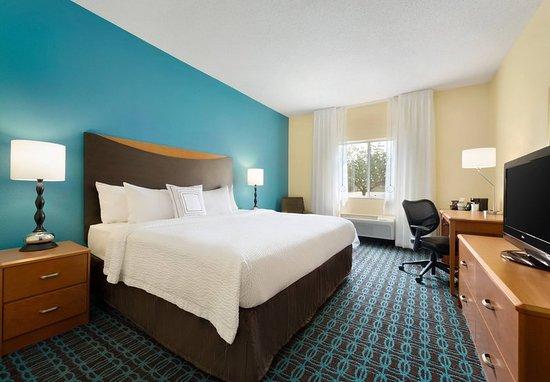Bourbonnais, IL: Accessible Queen Guest Room