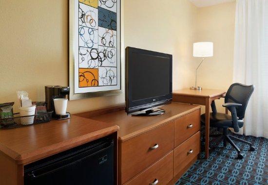 Bourbonnais, IL: Queen Guest Room