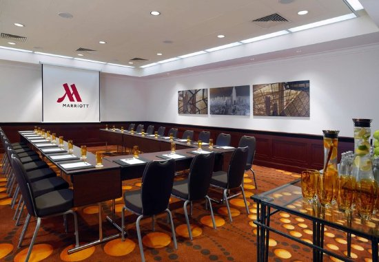 Frankfurt Marriott Hotel : Alabaster Meeting Room