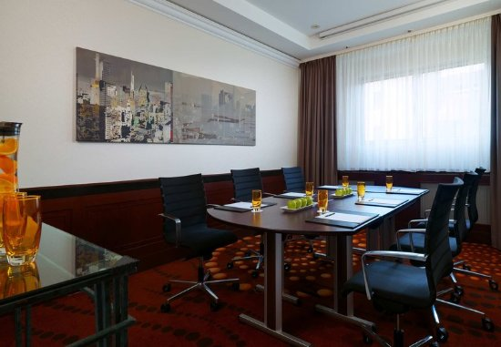 Frankfurt Marriott Hotel : Lava Meeting Room