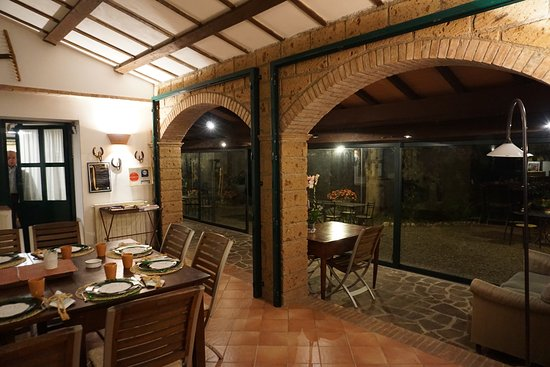 Proceno, İtalya: Beautiful Dining in converted stables, lovely and elegant
