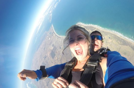 Skydive over Great Ocean Road from up to 15000ft