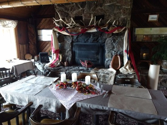 Centennial, WY: Autumn decor in the dining room