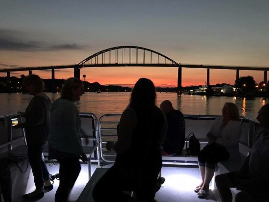 Chesapeake City, MD: Spectacular Views on our Sunset Cruises!