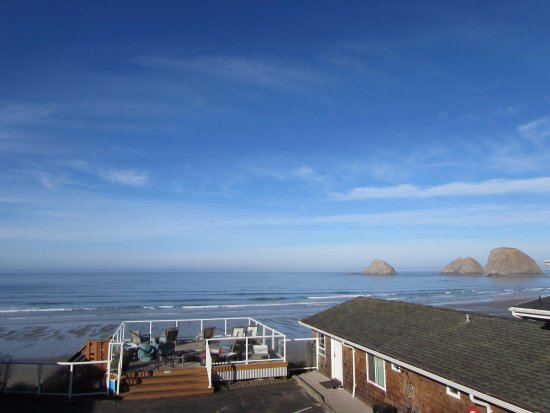 Oceanside, OR: One main deck to hang out on