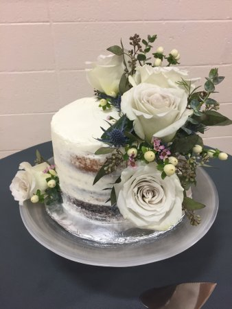 St. Paul, Canadá: Wedding cakes done here in house at Twisted Fork