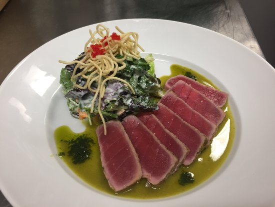 St. Paul, Canadá: Yellow Fin Tuna Salad - great flavours