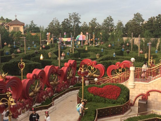 Shanghai, China: More of the Alice in Wonderland Maze