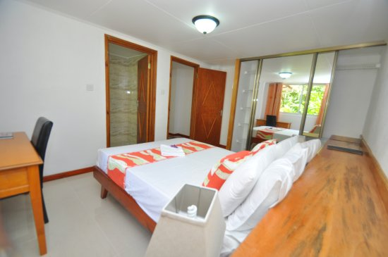 Port Glaud, Seychelles: View of the double mastered bedroom