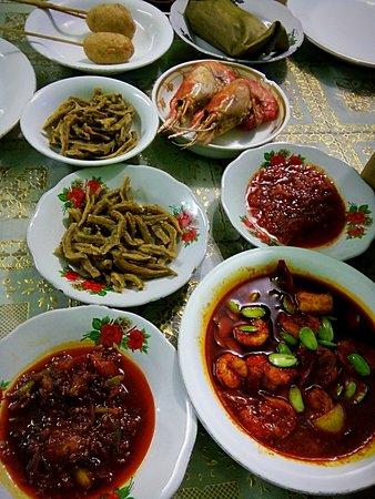 Menu Yang Disajikan Di Meja Foto Rumah Makan Pindang Musi Rawas Palembang Tripadvisor