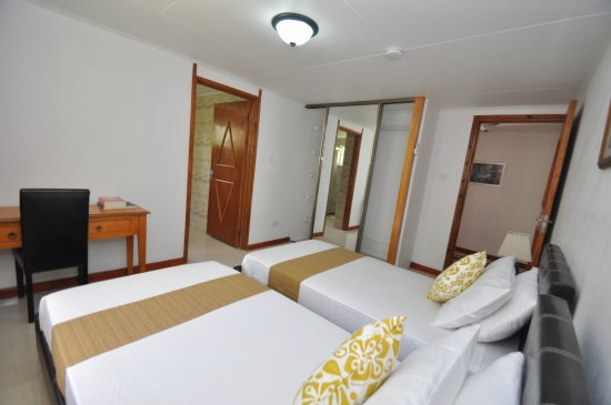 Port Glaud, Seychelles: View of the twin single mastered bedroom