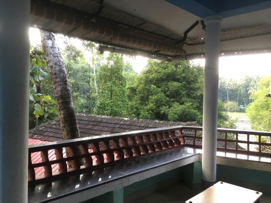 Thattekad, India: The sitting area / balcony of our room