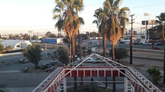 Ramada Commerce/Los Angeles Area: Vue sur zone industrielle