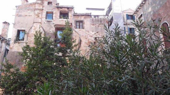 Residenza degli Angeli: giardino di fronte alla Residenza