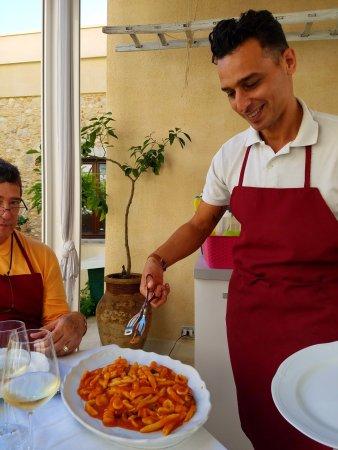 Cooking Class al Ristorante Nettuno da Siciliano : Mimmo serving our pasta Primo
