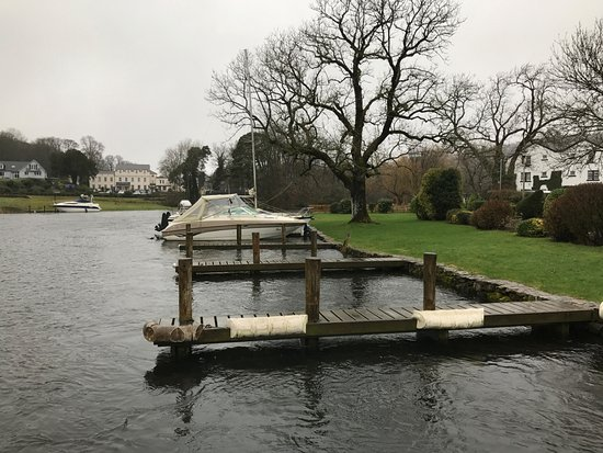 Swan Hotel & Spa: Moorings on the River Leven next to the Hotel