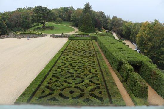 Château de Hautefort : les jardins vu du chateau