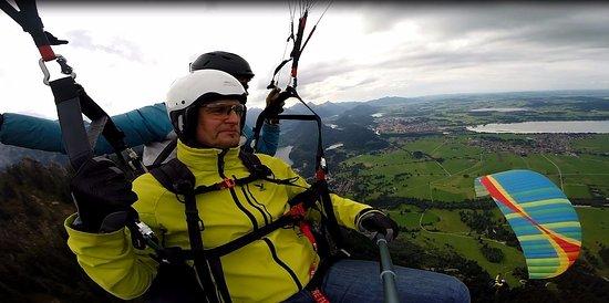 Schwangau, Germany: Synchronflug mit dem Bruder