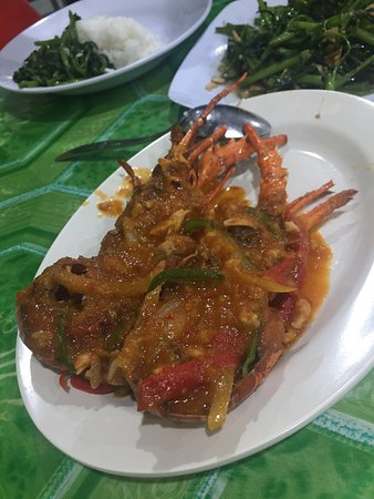 Tarakan, Indonesia: Some fat blackpepper crabs and lobsters. Entire menu for two, lol